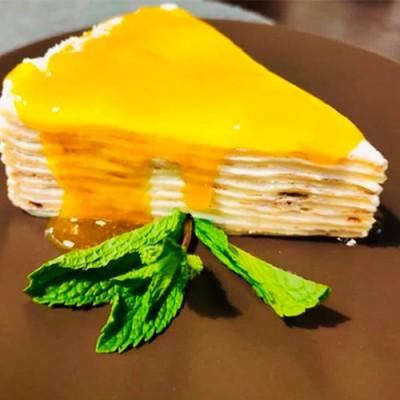 Торт блинный с соусом манго-маракуйя